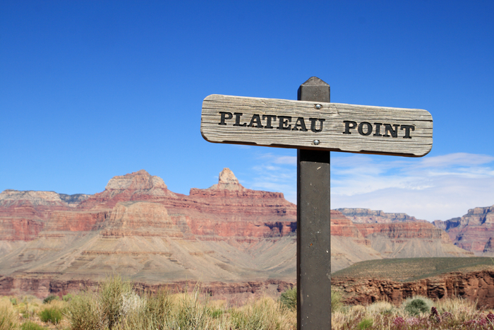 Plateau Point trail sign in the Grand Canyon. Image credit: artoftall.com