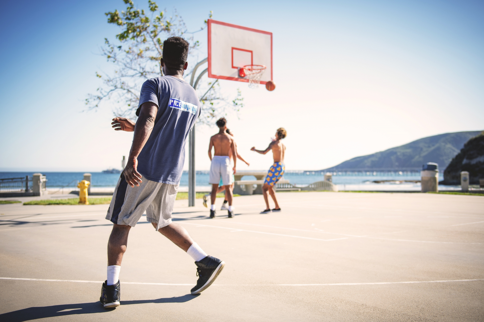 Cardio workout: guys playing basketball. Image credit: Tim Mossholder / Pexels