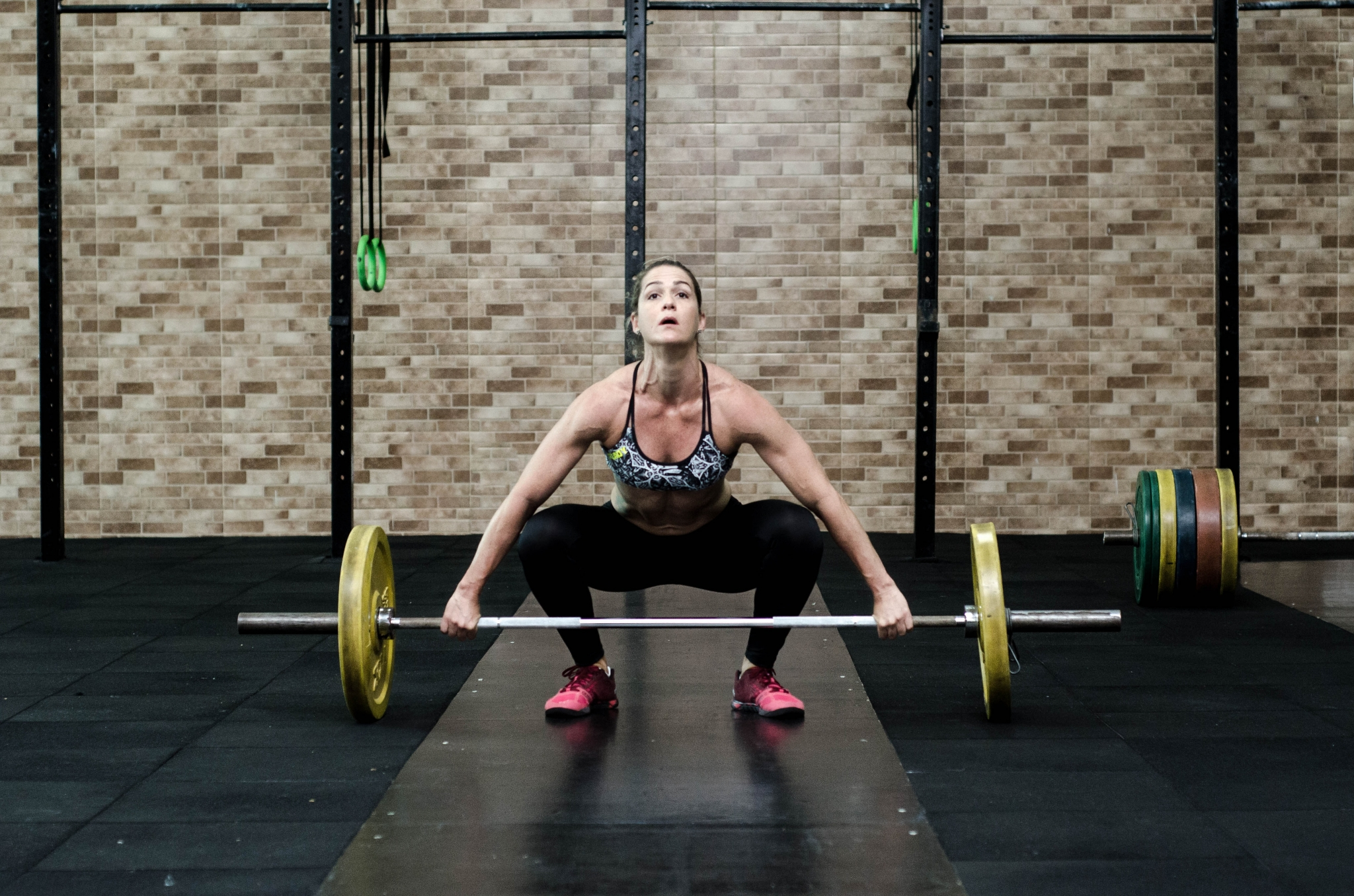 Weight training / image source: Isabella Mendez / pexels.com