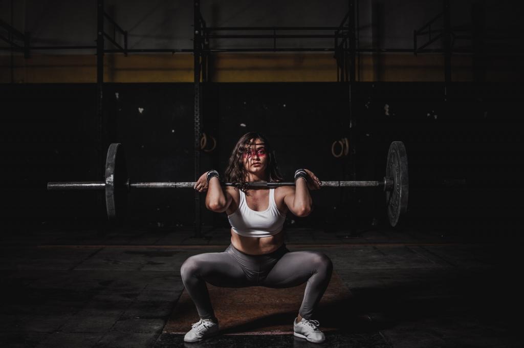 athlete-barbell-body-1552249