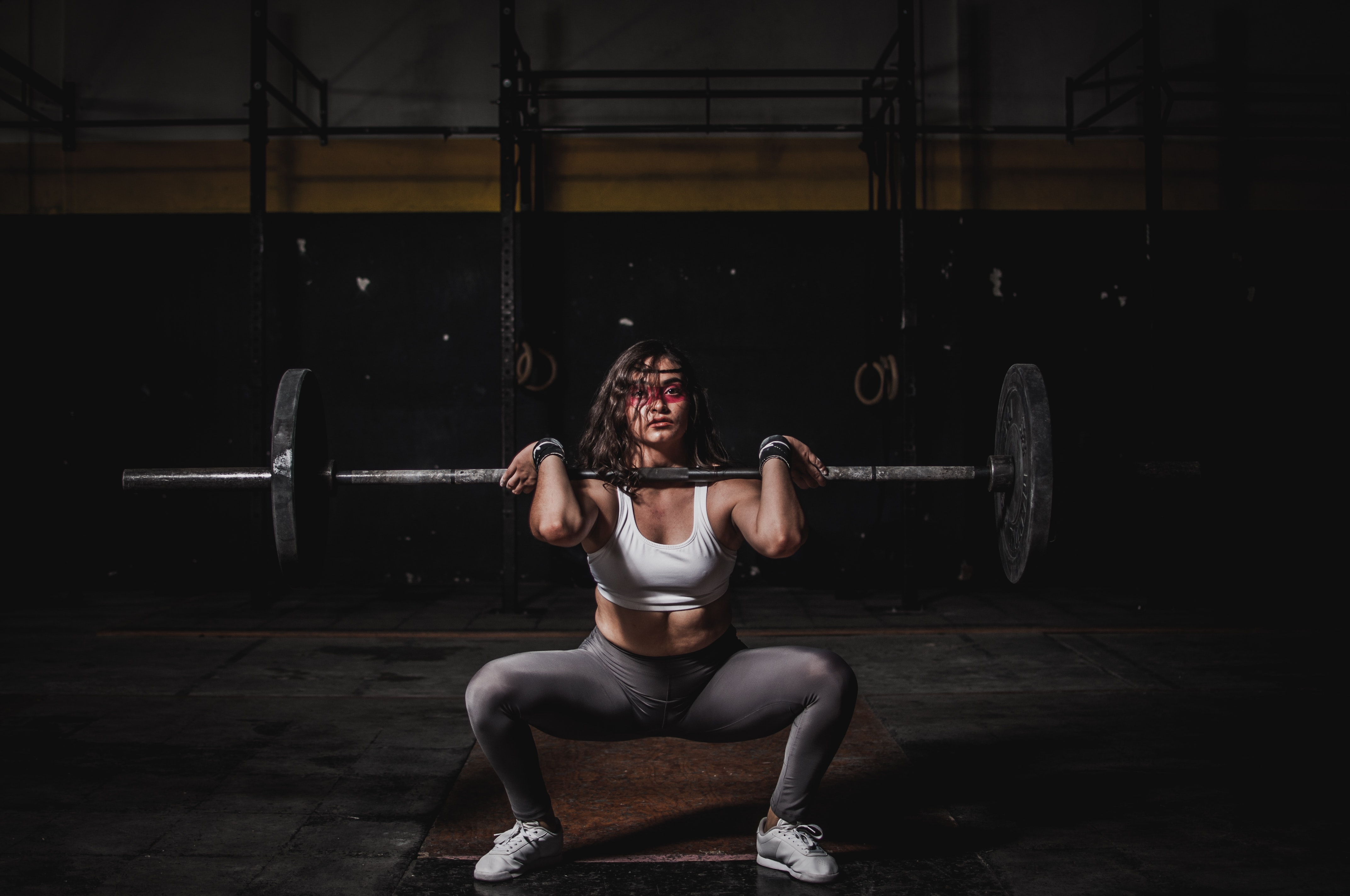 woman athlete weight training / Image source: Leon Martinez/pexels.com