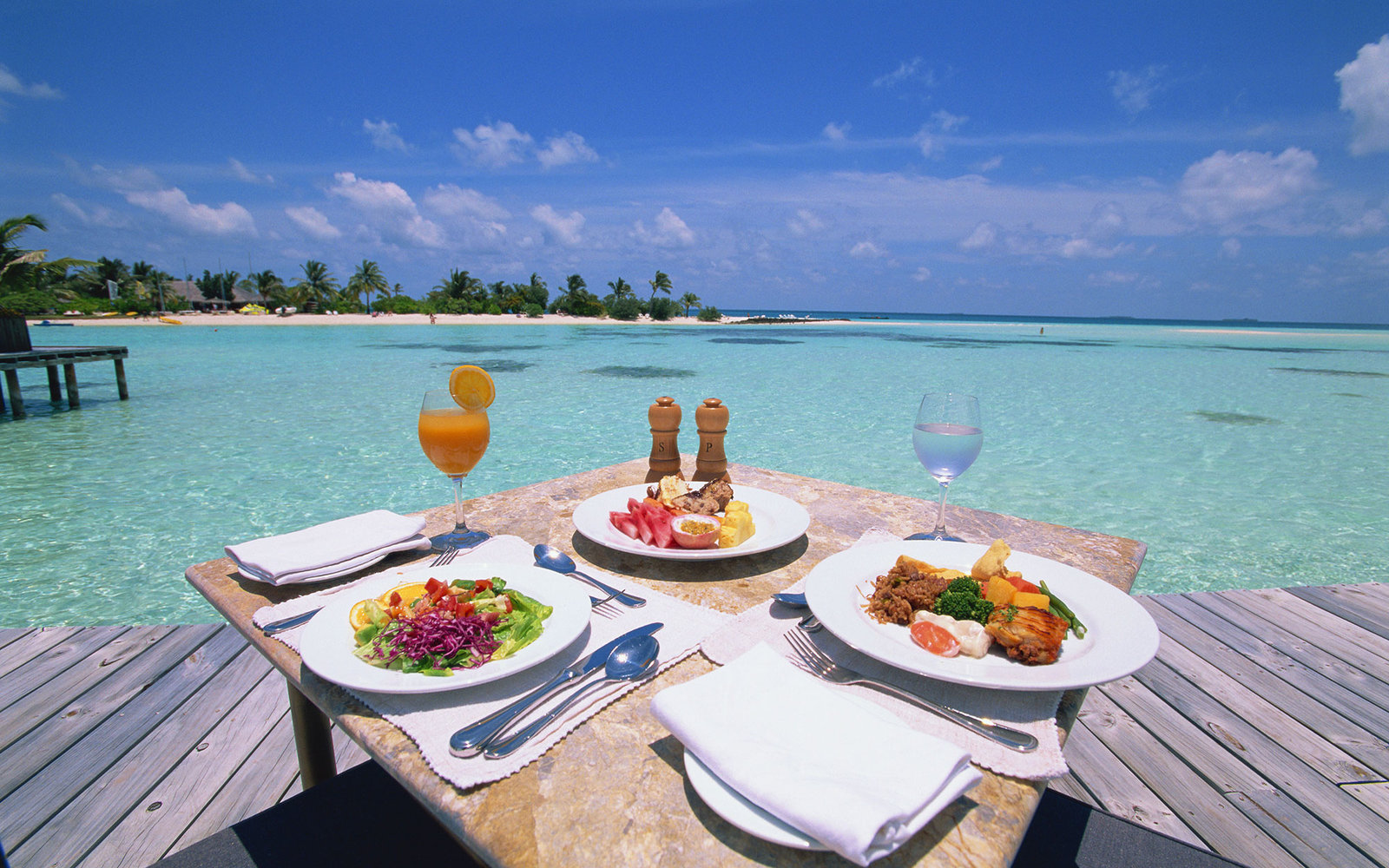 Luxury seaside meal at Maldives resort. / Holidays can be a chance to enjoy exotic dishes -- better than overindulging familiar not-so-healthy fare.