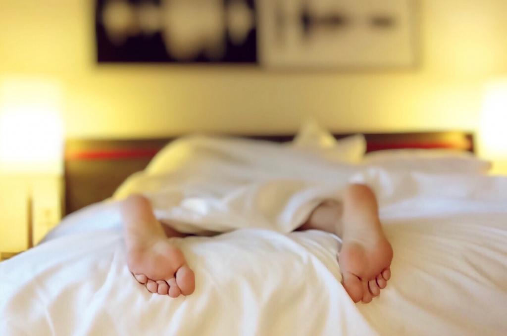 bed-bedroom-blur-271897